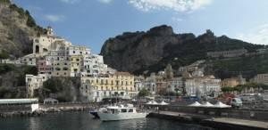 120254493 300x146 Costiera Amalfitana: guida al mare più chic dItalia