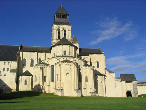 Guide dormire in un castello le migliori dimore low cost d 39 europa viaggi - Hotel abbaye de fontevraud ...