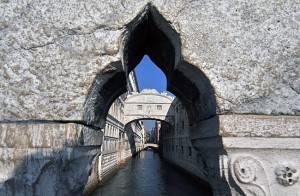 1323079162361 ven 300x196 Venezia, rinasce il Ponte dei Sospiri: restaurato in tre anni