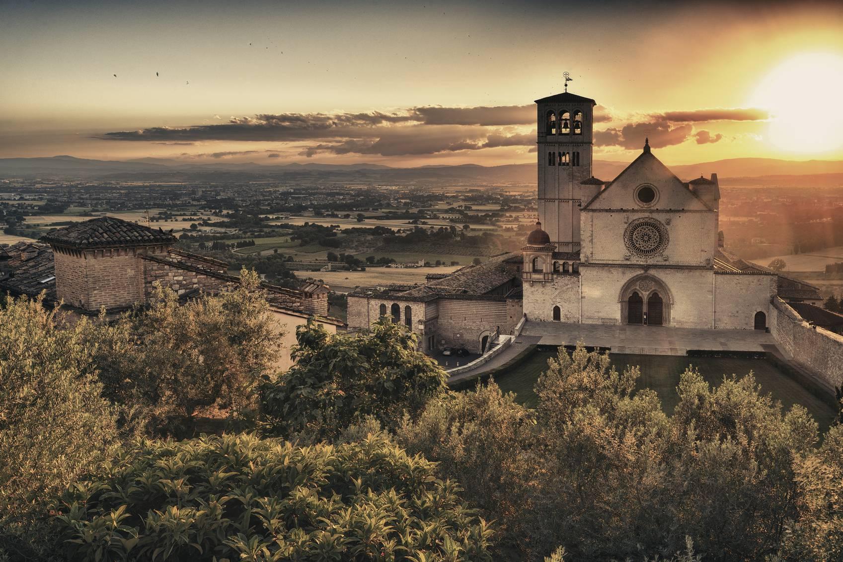 Assisi al tramonto