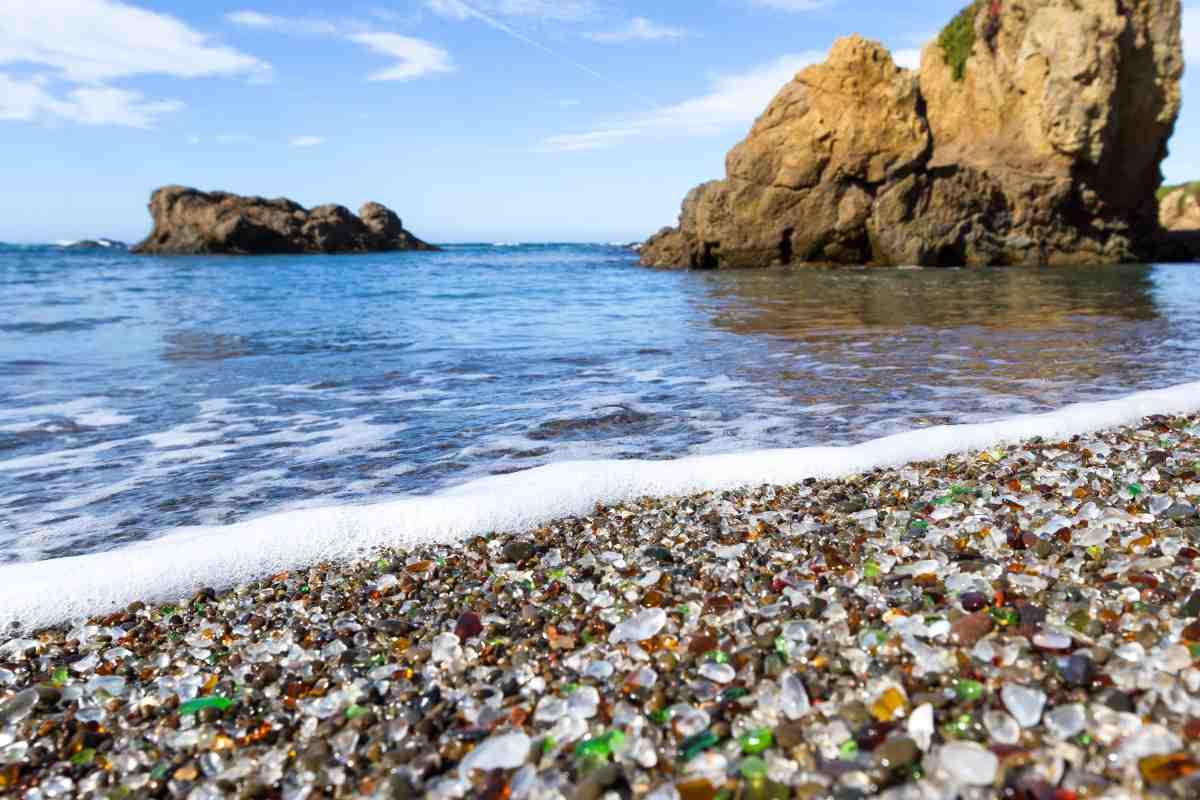 La spiaggia di vetro in California