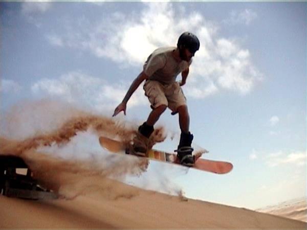 sandboarding snowboard sulla sabbia