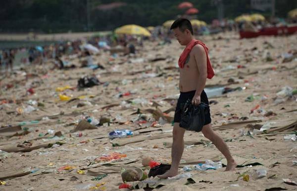 spiaggia sporca