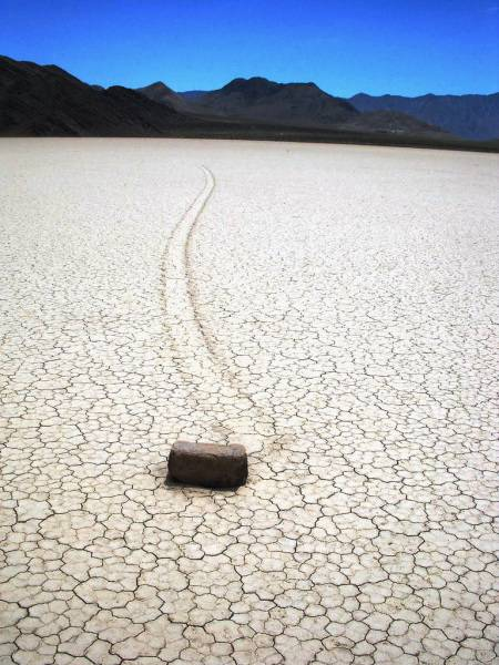 moving rocks (luoghi strani)