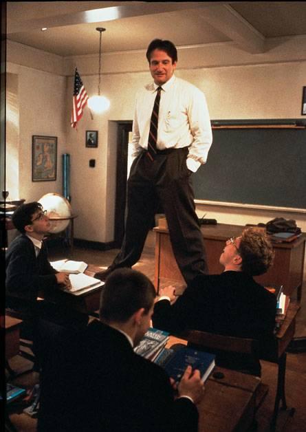 Robin Williams è il professor Keating in L'Attimo fuggente