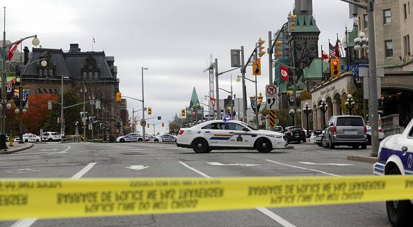 Ottawa, polizia in Wellington Street (GettyImages)