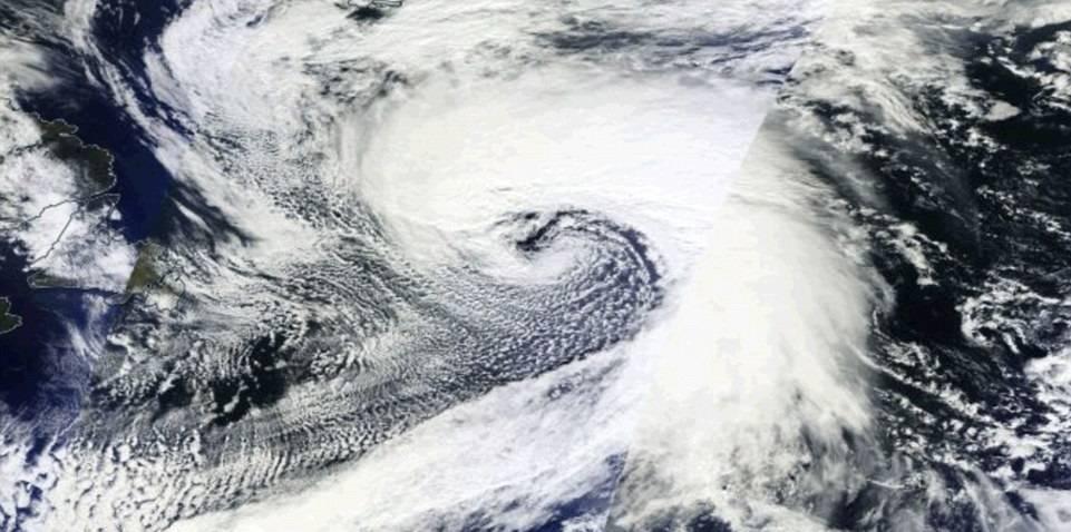 Le immagini dal Satellite della Monster Storm