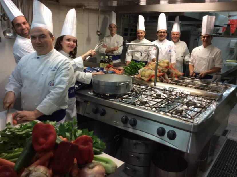 ETNAPOLIS, gli chef in cucina per il pranzo di Natale della Caritas