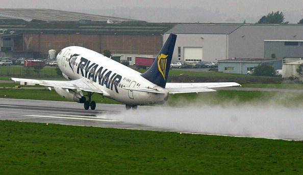Ryanair in ritardo: il rimborso è di 5 Euro. Scatta la protesta