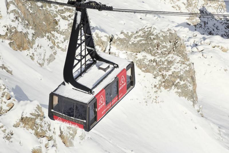 Vincere l'emozione di una notte in funivia sulle Alpi? Con Airbnb è possibile! - FOTO