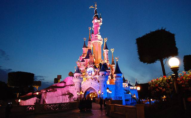 Disneyland (@Wikipedia)