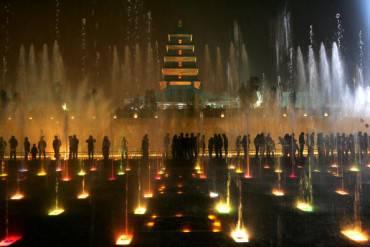 Big Wild Goose Pagoda Fountain a Xian, in Cina