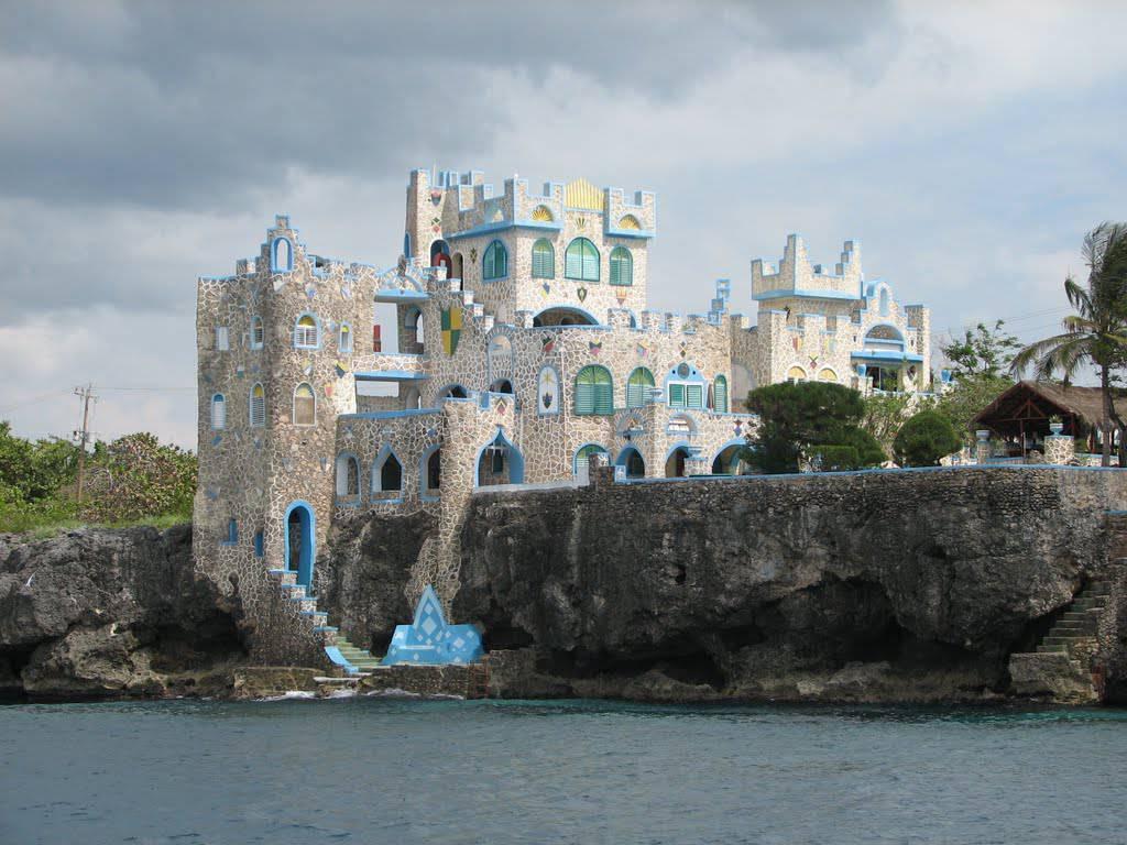 blue cave castle (hotel)