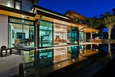 stanza con piscina