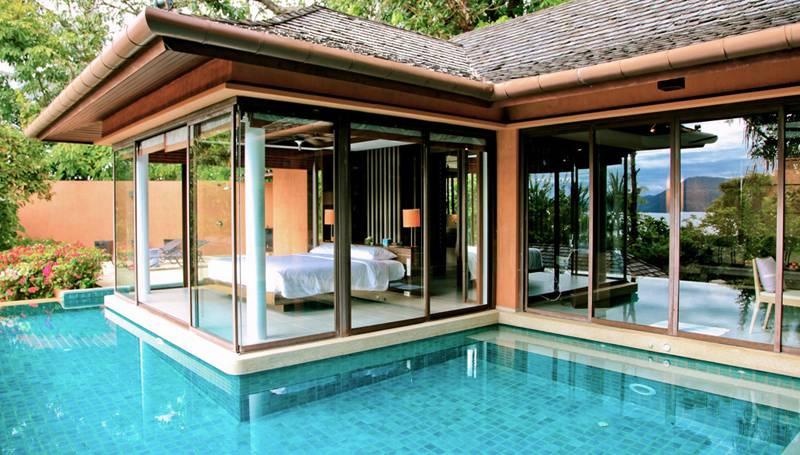 stanza con piscina 3