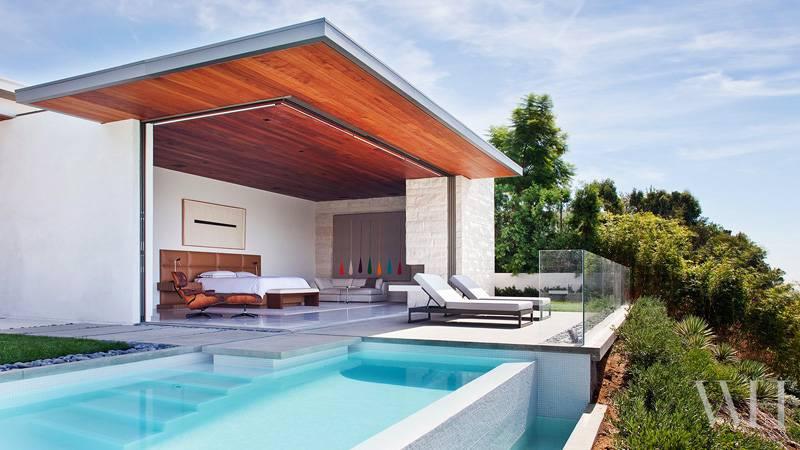 stanza con piscina 4