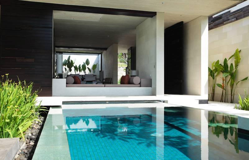 stanza con piscina 9