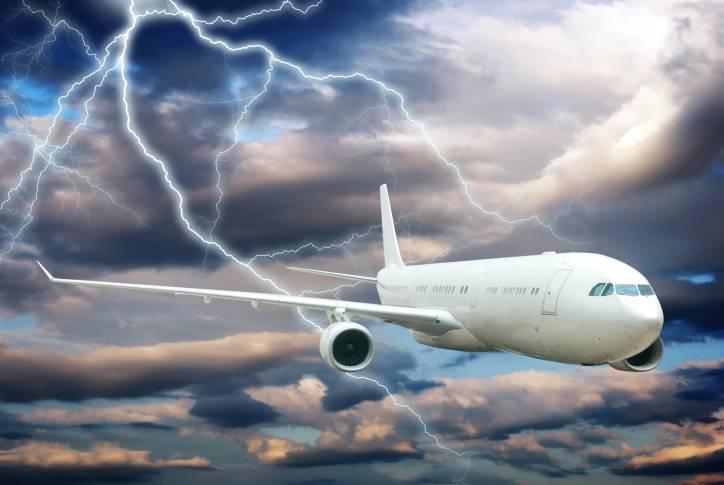 aereo colpito da fulmine