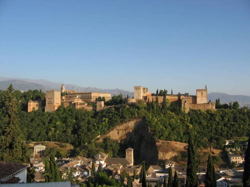 Complesso di Alhambra a Granada @Wikipedia