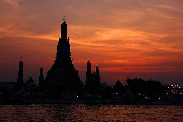 Wat Arun, il Tempio dell'Alba a Bangkok  @flickr