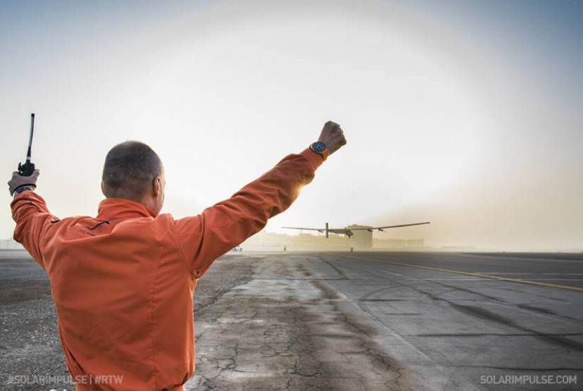 fonte immagine: Facebook.  #Si2 with André Borschberg on board took off at 07:12 UTC+4 in #AbuDhabi for #Flight1 to #Oman. LIVE coverage on www.solarimpulse.com. Fly with us #RTW! © Solar Impulse | Rezo.ch