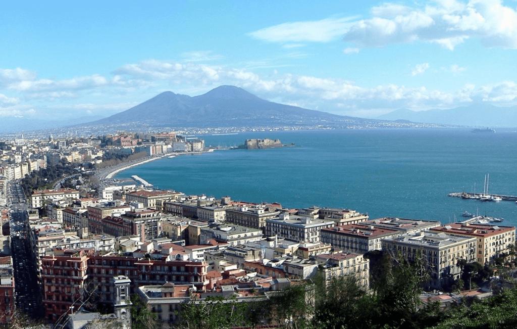 Golfo  di Napoli @Wikipedia