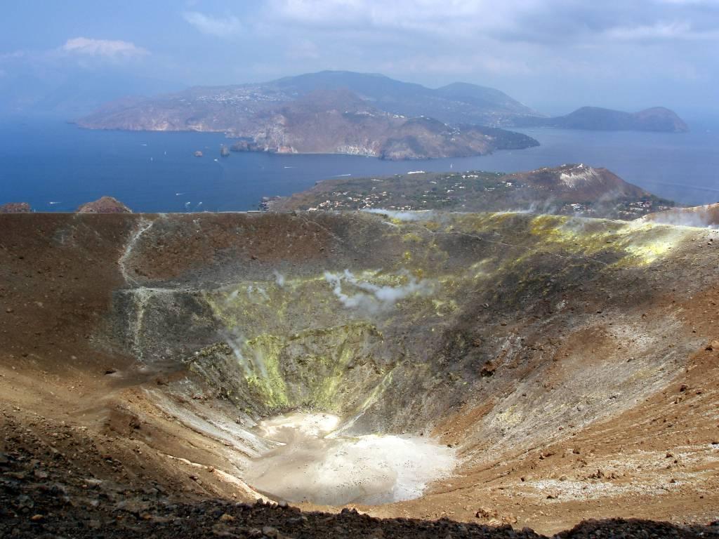 Gran Cratere a Vulcano @Wikipedia