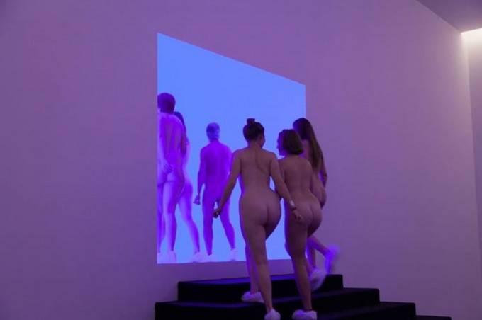 Tutti nudi per andare al museo: succede a Canberra