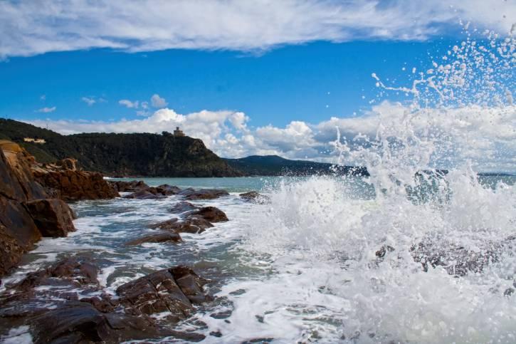 WAVE ON TUSCANY COAST