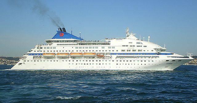 La nave da crociera Celestyal Cristal (foto di Hevesli, da Wikipedia. Licenza CC-By-Sa 3.0)