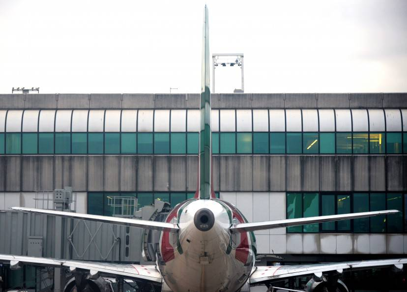 An Alitalia airplane is seen at the Fiumicino airport on January 9, 2014 near Rome.   AFP / VINCENZO PINTO        (Photo credit should read VINCENZO PINTO/AFP/Getty Images)