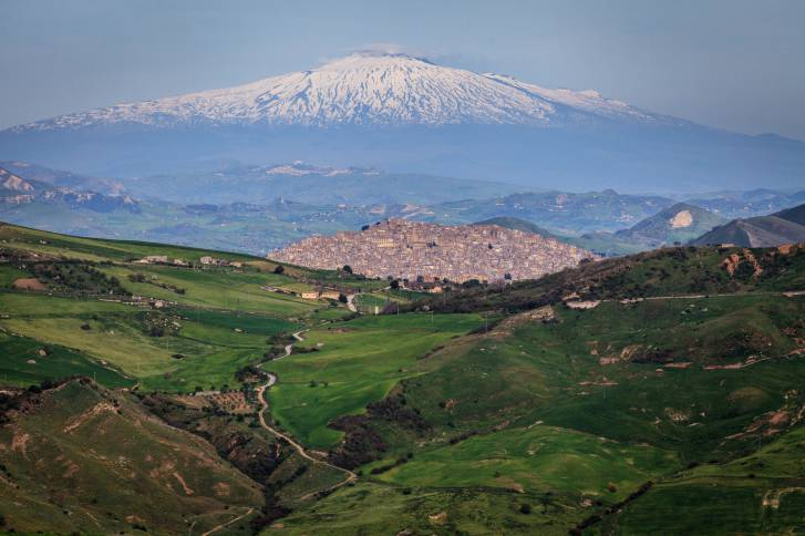 Gangi and volcano Etna horizontal.jpg