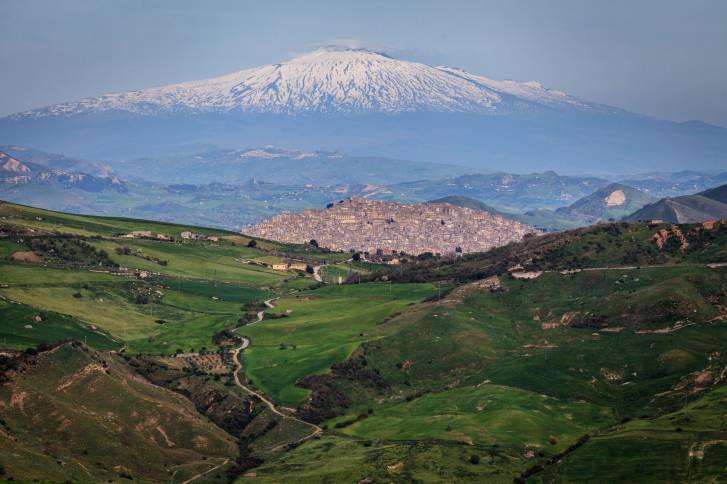 Gangi and volcano Etna horizontal.jpg