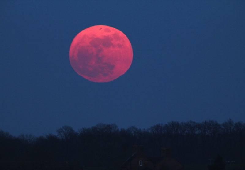 2 giugno in arrivo la luna rosa When is full moon april 2017