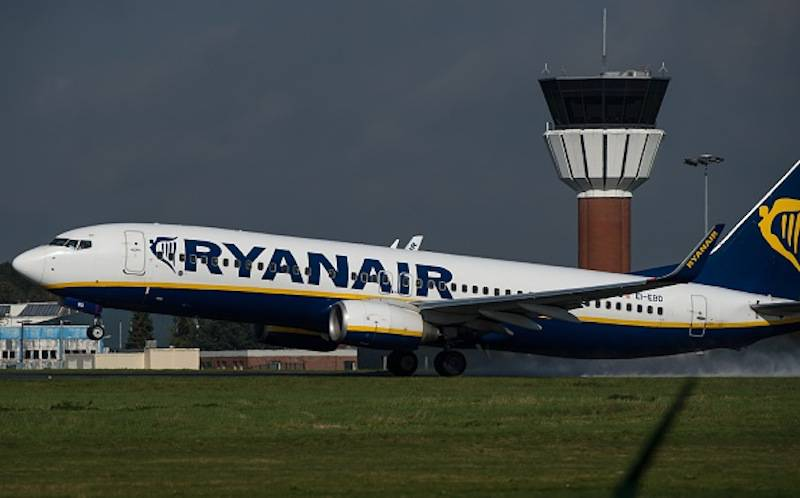 An 737 Boeing plane of the Ryanair company takes off, on October 11, 2014 at the Lille-Lesquin airport, northern France.       AFP PHOTO / PHILIPPE HUGUEN        (Photo credit should read PHILIPPE HUGUEN/AFP/Getty Images)