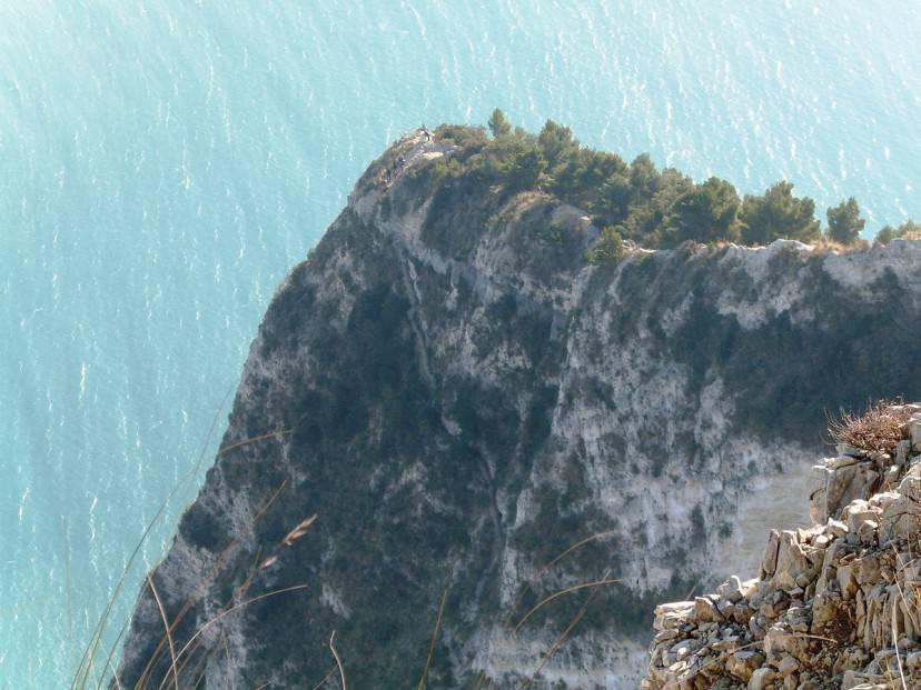 Il Passo del Lupo sul Monte Conero (Foto di Claudio Stanco, da Wikicommons. Licenza CC BY-SA 3.0)
