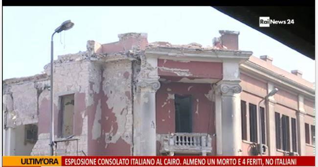 La facciata del consolato italiano del Cairo distrutta dall'esplosione di un'autobomba (screenshot Rainews24)