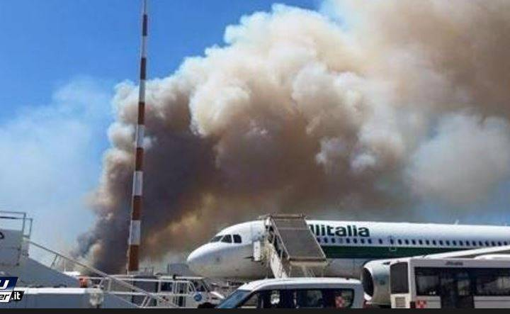 Incendio vicino all'aeroporto di Fiumicino (screenshot YouReporter.it)