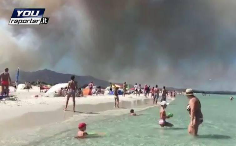 Incendio a San Teodoro, Gallura. Sardegna (YouReporter.it)