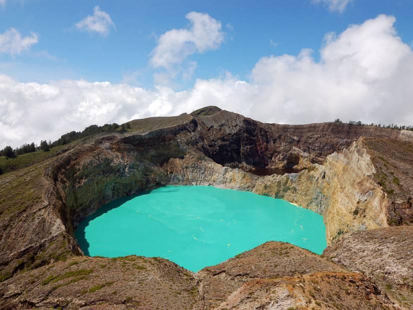 Laghi del Kelimutu (Foto di Rosino da Wikicommons. Licenza CC BY-SA 2.0)