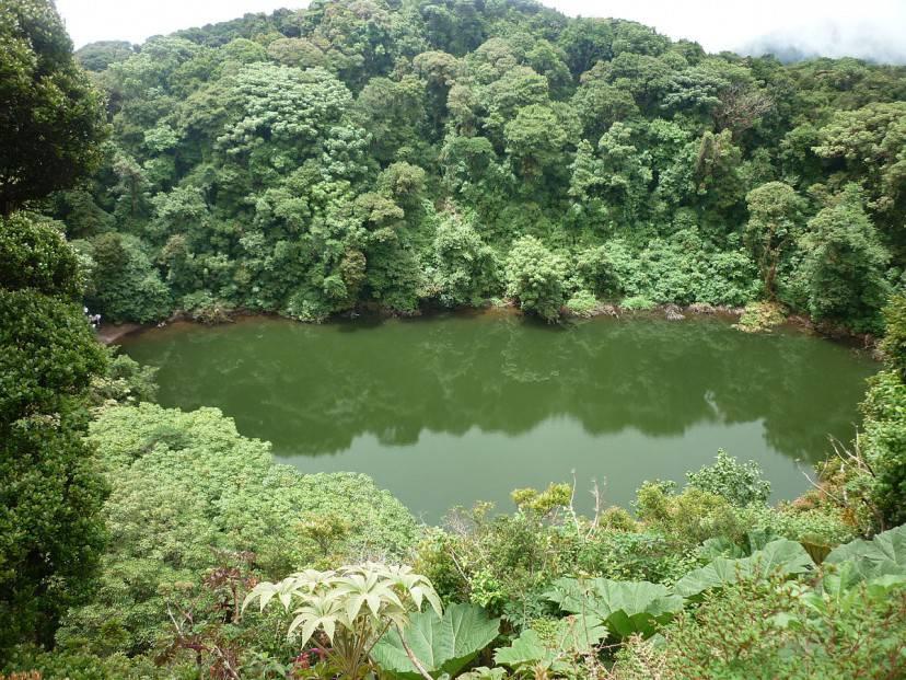 Lago del vulcano Barva, Costa Rica (Foto di MadriCR, Wikipedia. Licenza CC BY-SA 3.0)