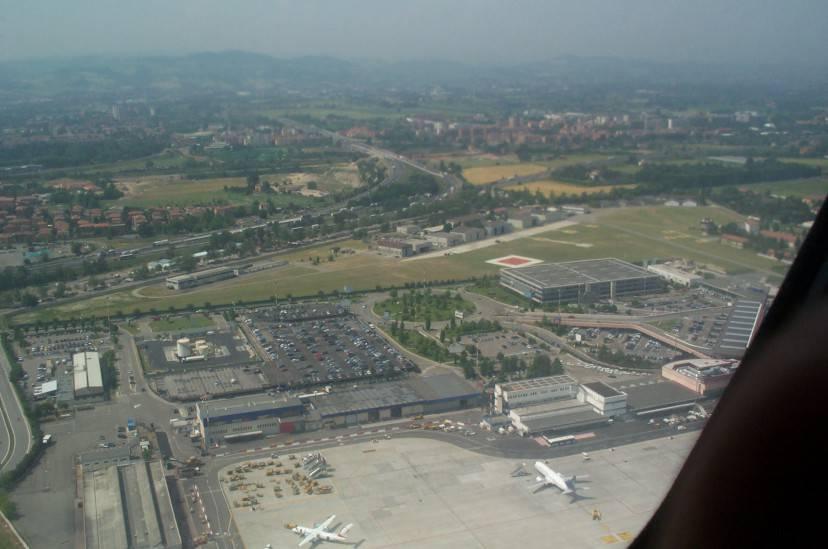 Aeroporto Marconi Bologna (Foto di Marcomob, da Wikipedia. Licenza CC BY-SA 3.0)