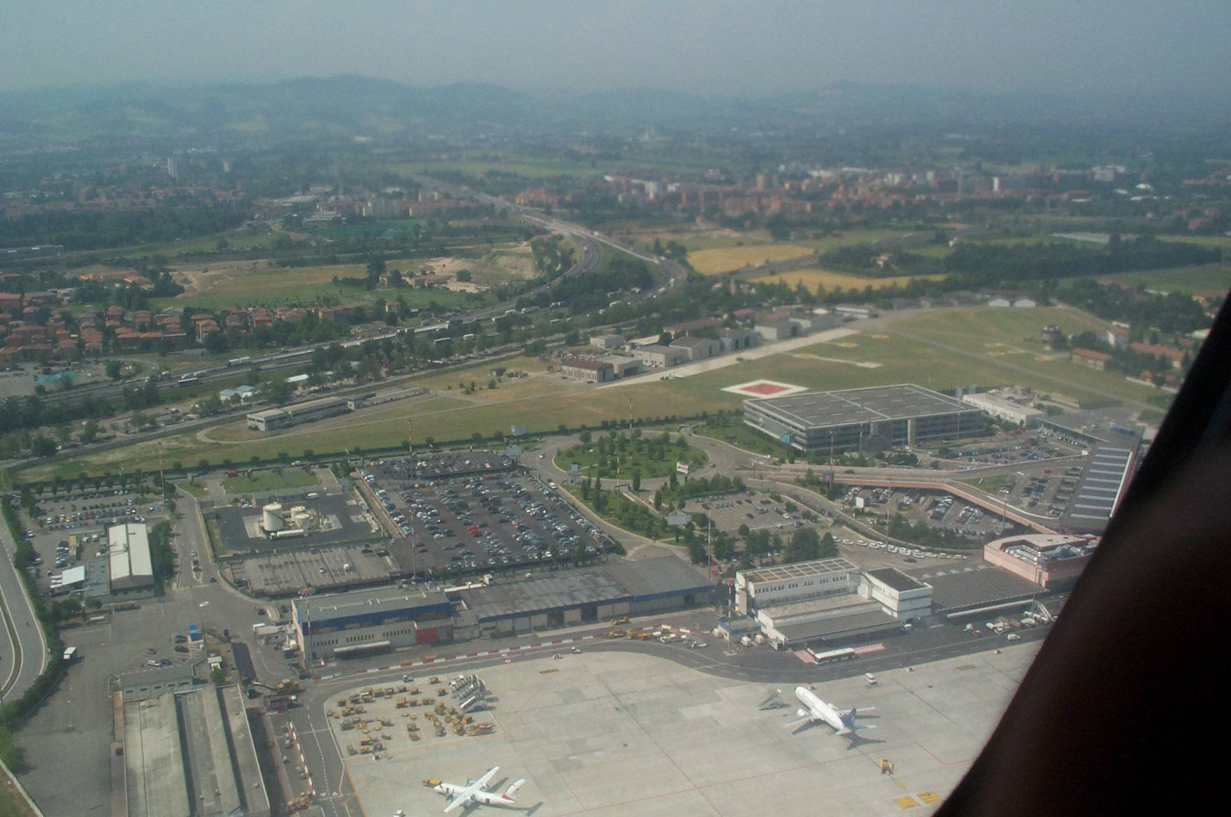 Aeroporto Di Bologna : Bambino morto all aeroporto di bologna