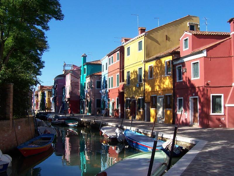 Burano, Venezia (Foto di MarkusMark. Wikicommons. Licenza CC BY-SA 3.0)