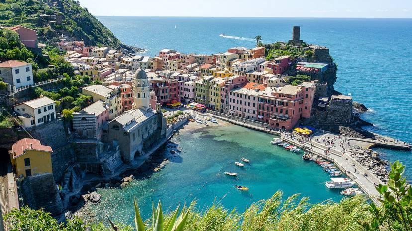 Vernazza, Cinque Terre (Foto di Luca Casartelli. Wikicommons. Licenza CC BY-SA 2.0)