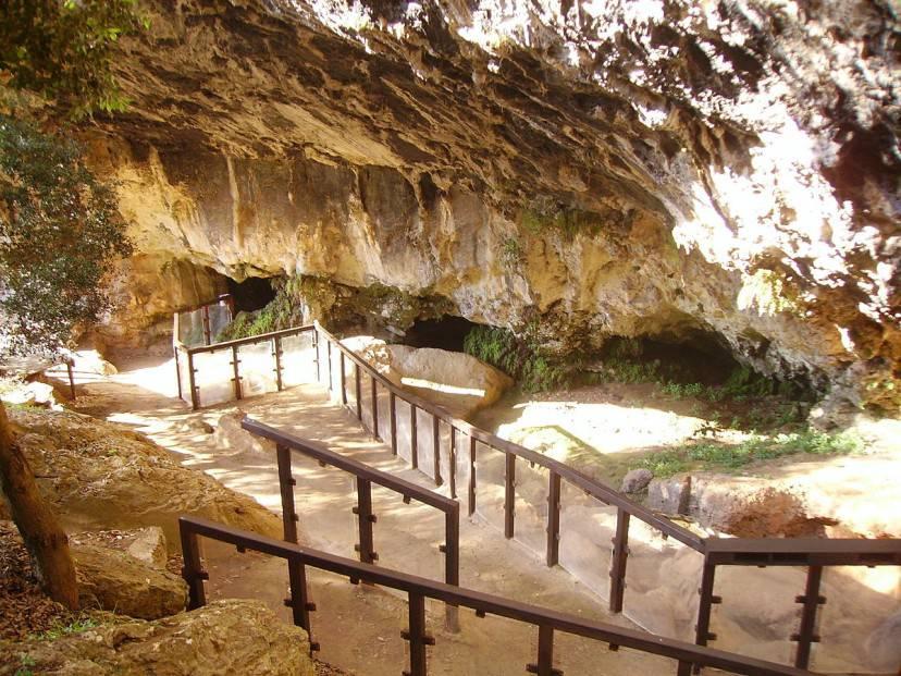 Grotta del Romito, Parco Nazionale del Pollino (Foot di Huston. Da Wikicommons. Pubblico Dominio)