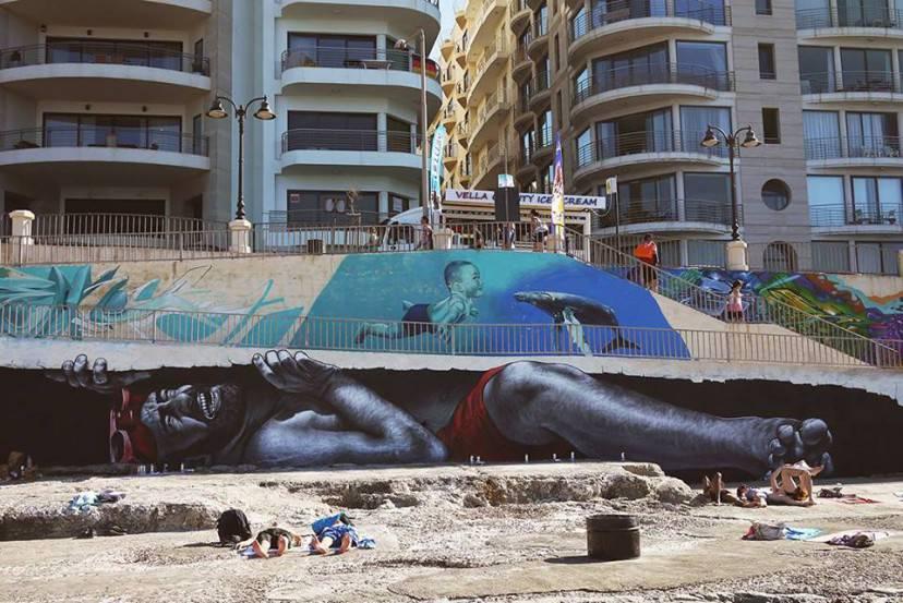 Il migrante disteso, opera di MTO (Dal profilo facebook dell'artista)