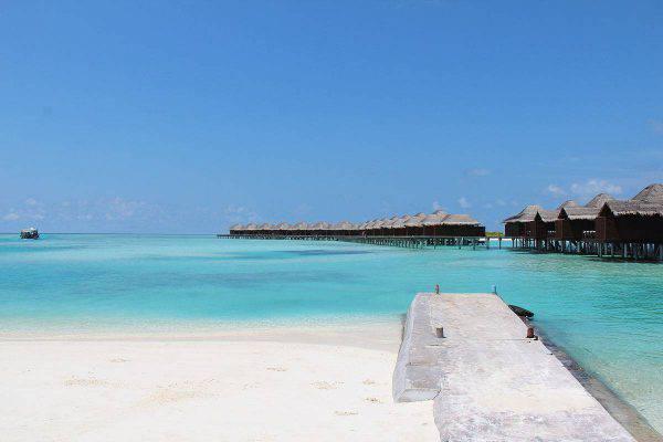 Resort Maldive (Foto di Business Slayer via Wikimedia Commons. Licenza CC BY-SA 3.0)
