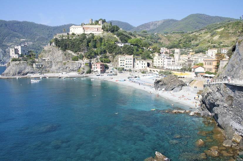 Monterosso al mare (Foto di Lee & Chantelle McArthur. Wikicommons. Licenza CC BY 2.0)