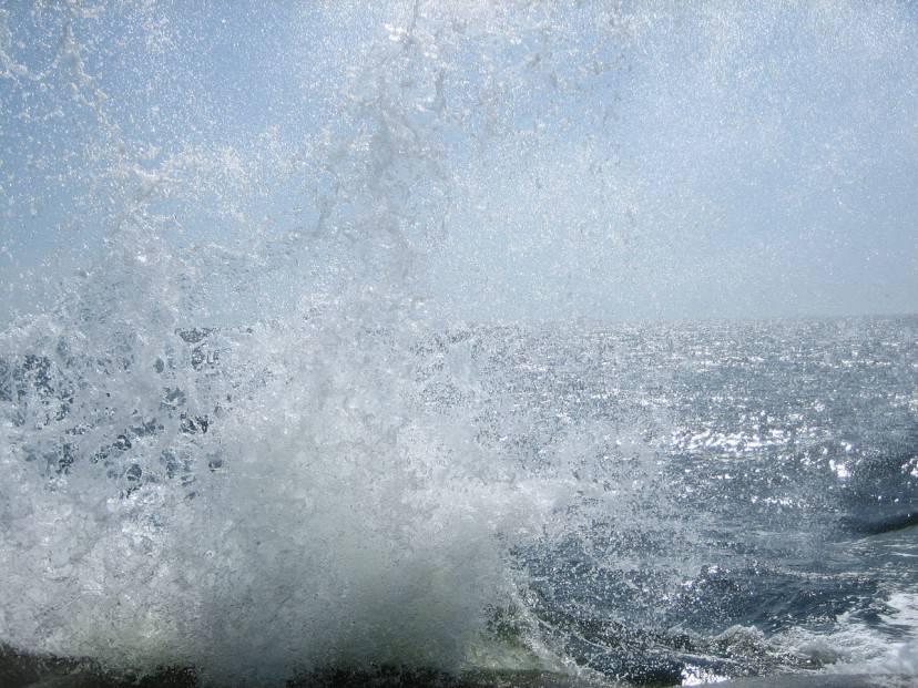 Spruzzi di onda nel golfo di Finlandia (Foto di Pöllö. Wikicommons. Licenza CC BY 3.0)